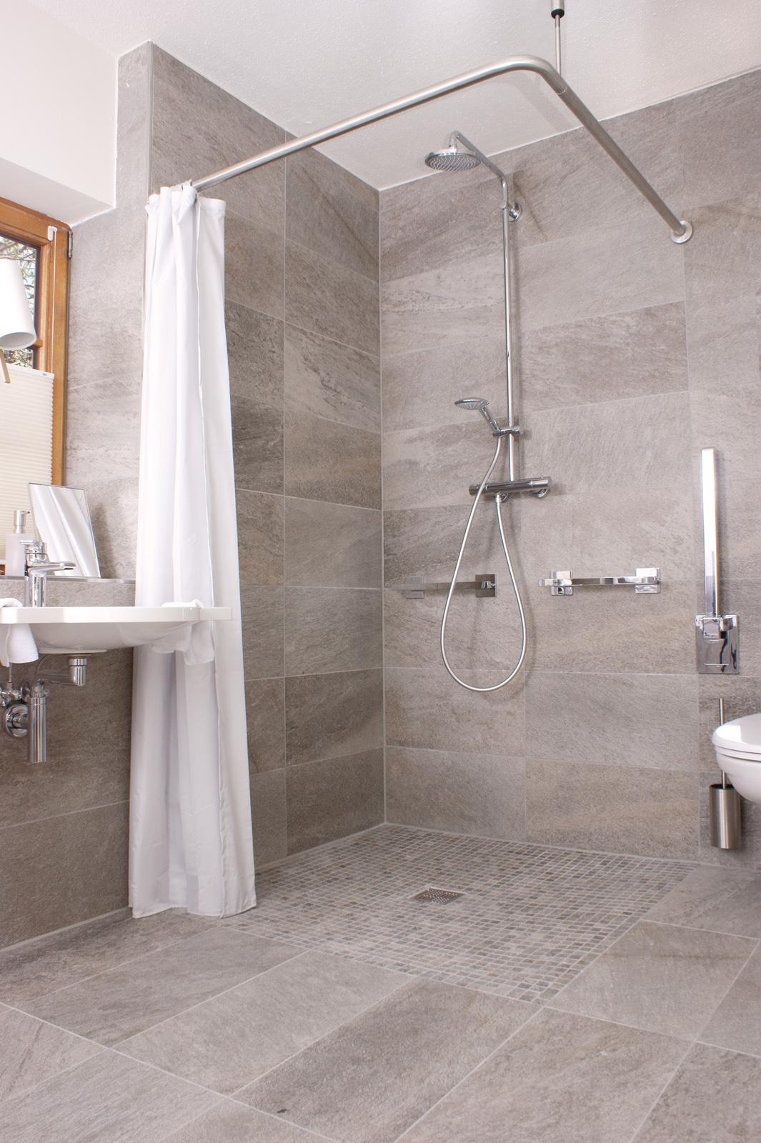Barrierefreie reisen for Badezimmer ebenerdige duschen