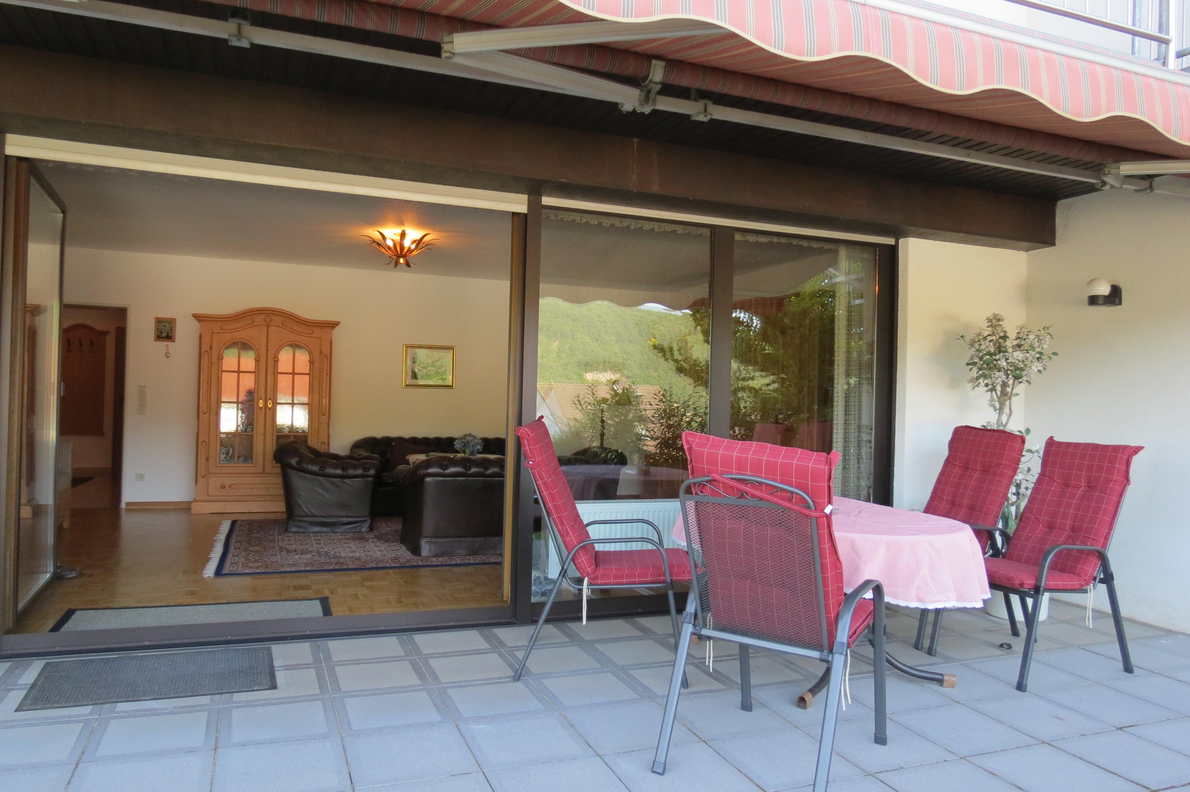 Terrasse Fewo Lavendel mit barrierefreiem Zugang und Moselblick