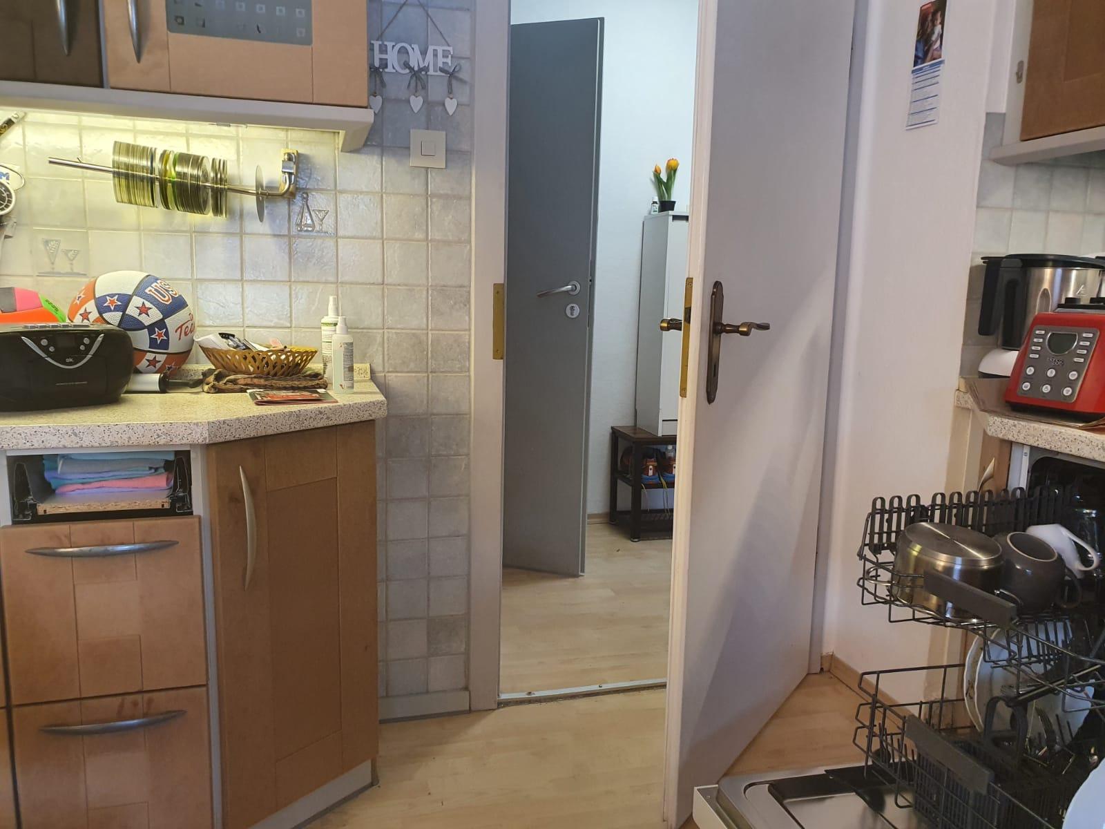 Eingang Küche mit Geschirrspülmaschine